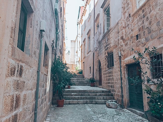 The narrow streets of Old Tpwn Dubrovnik