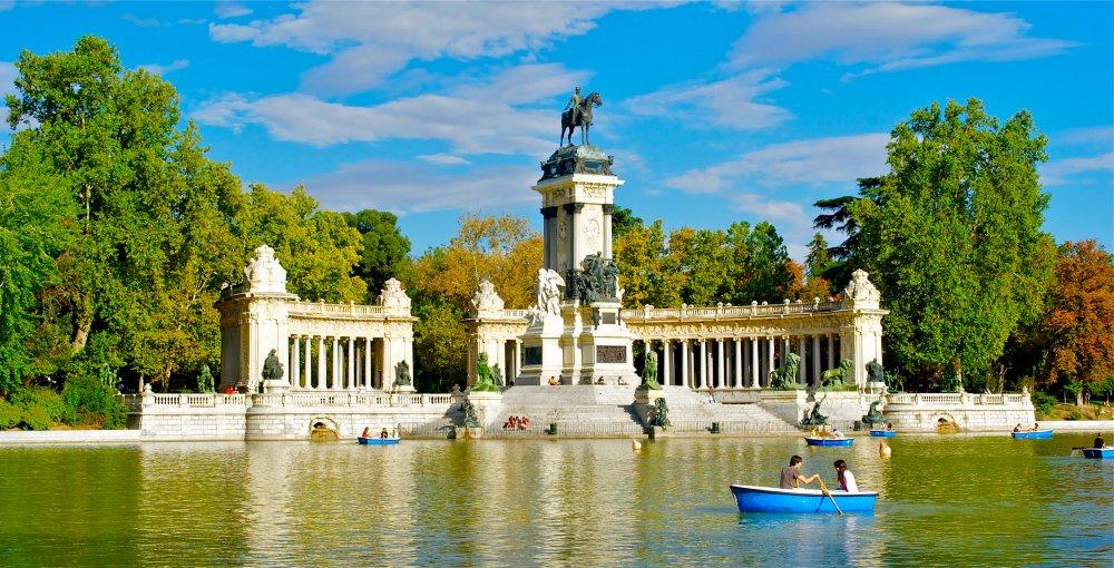 Free things to do in Madrid - Lago del Retiro