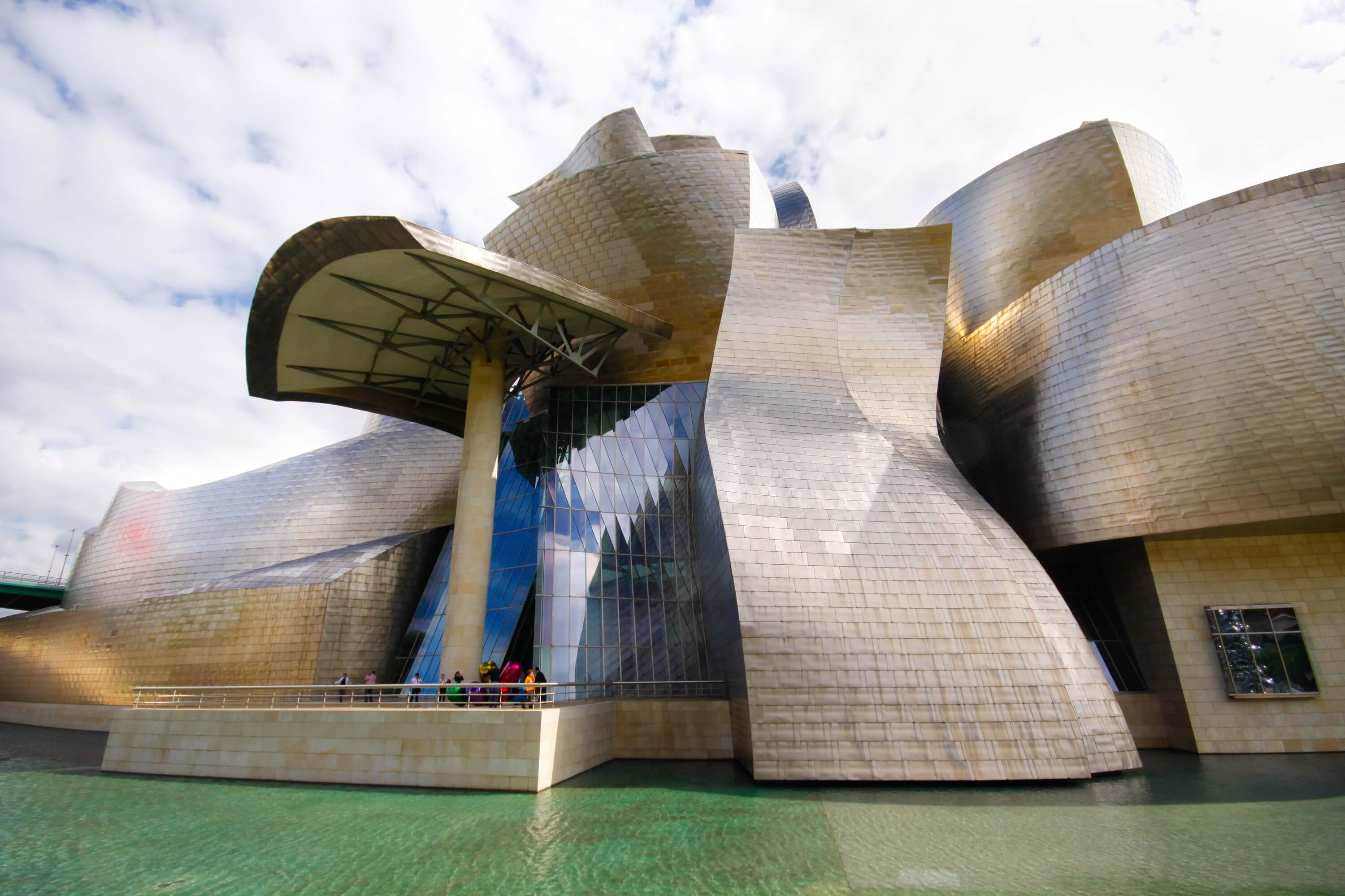 Guggenheim museum in Bilbao - 9 Experiences You Must Have in Spain