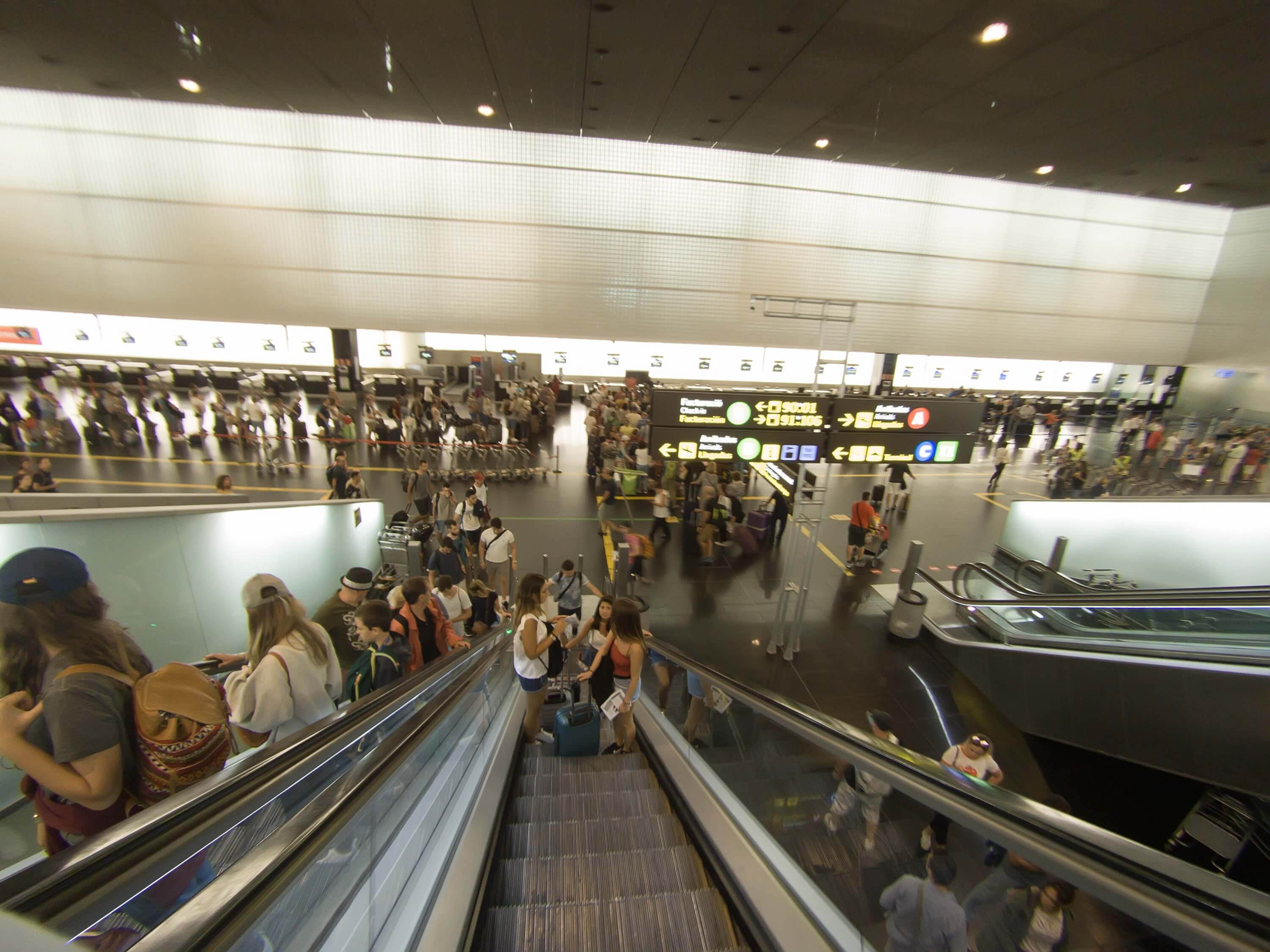 How to get from Barcelona airport to the city center - airport interior