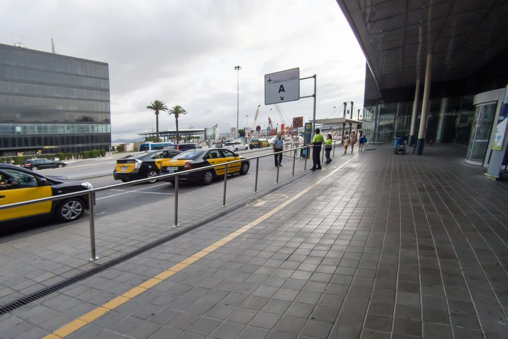 How to get from Barcelona city center to the city - taxi stand