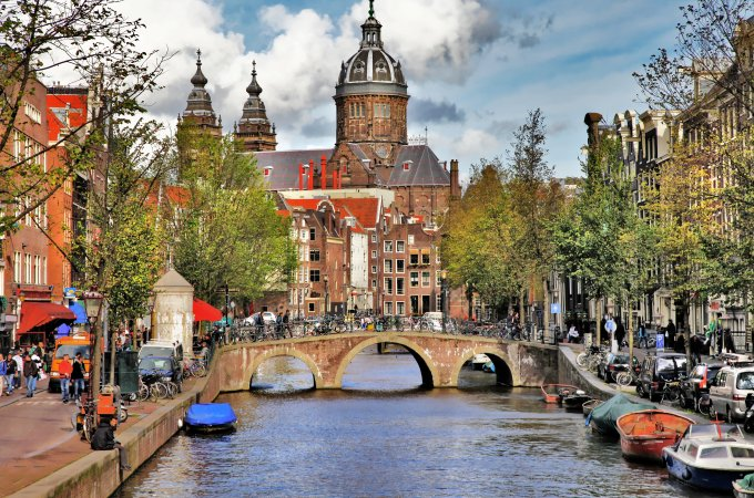 The Ultimate Guide to a Weekend in Amsterdam - Beautiful Canals