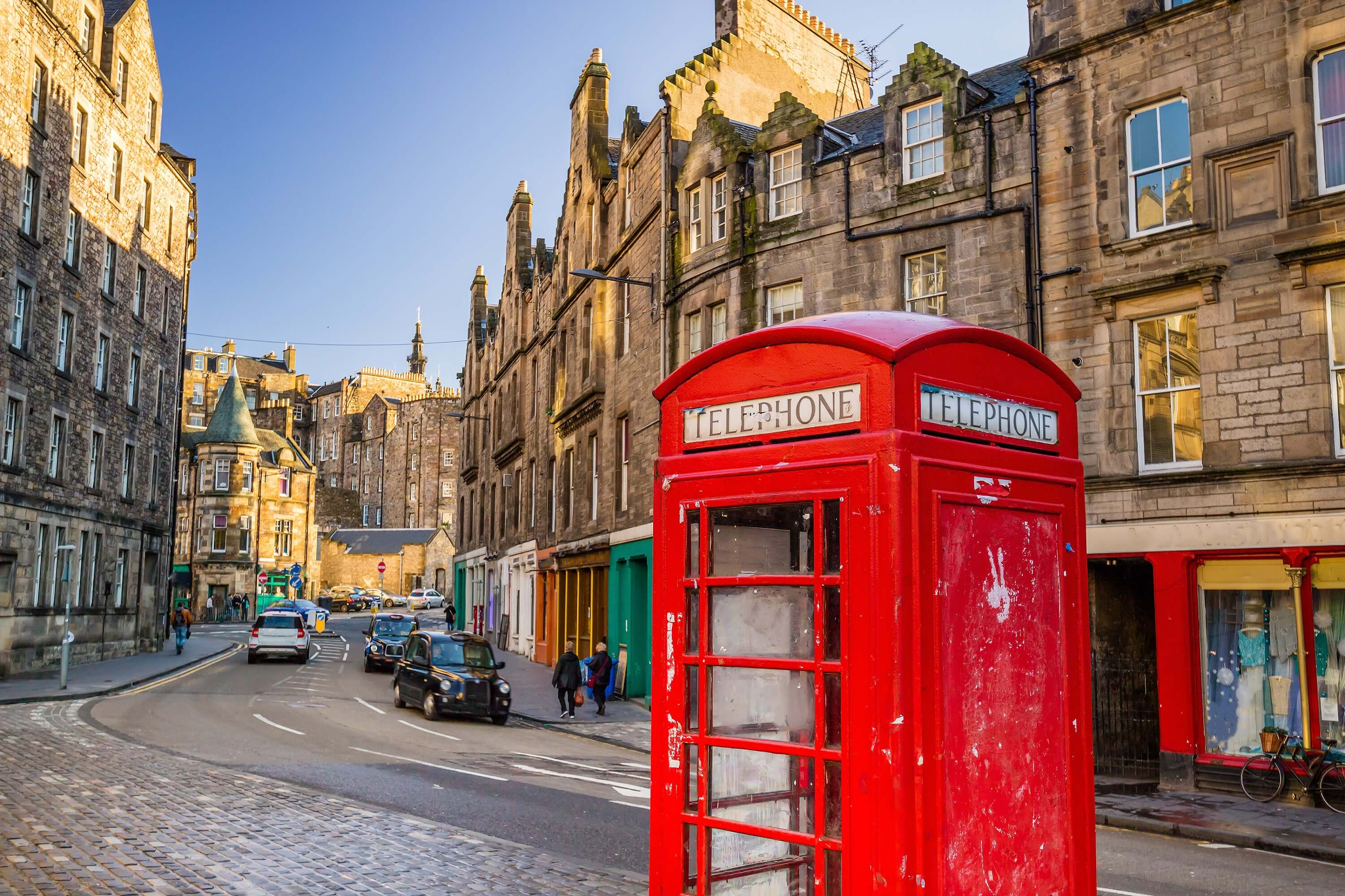 7 day Edinburgh itinerary for female solo travelers - The Royal Mile