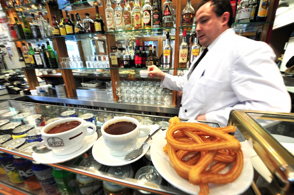 3 Day Barcelona Itinerary - Churros Con Chocolate