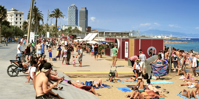 Things not to do in Barcelona - La Barceloneta Beach