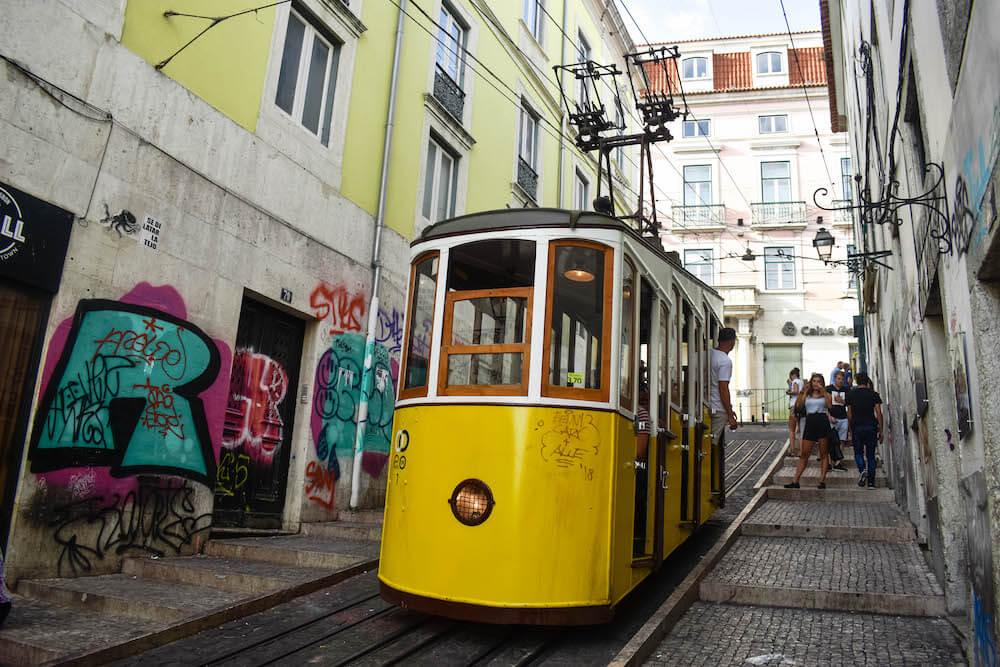 Rua da Bica tram