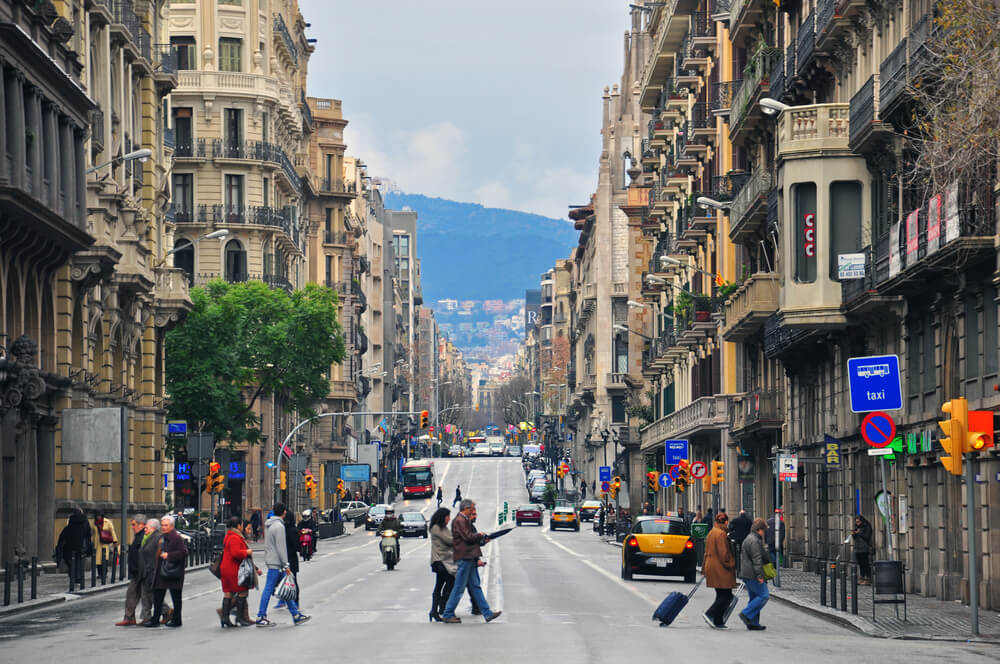 Ultimate Barcelona travel guide - Barcelona street