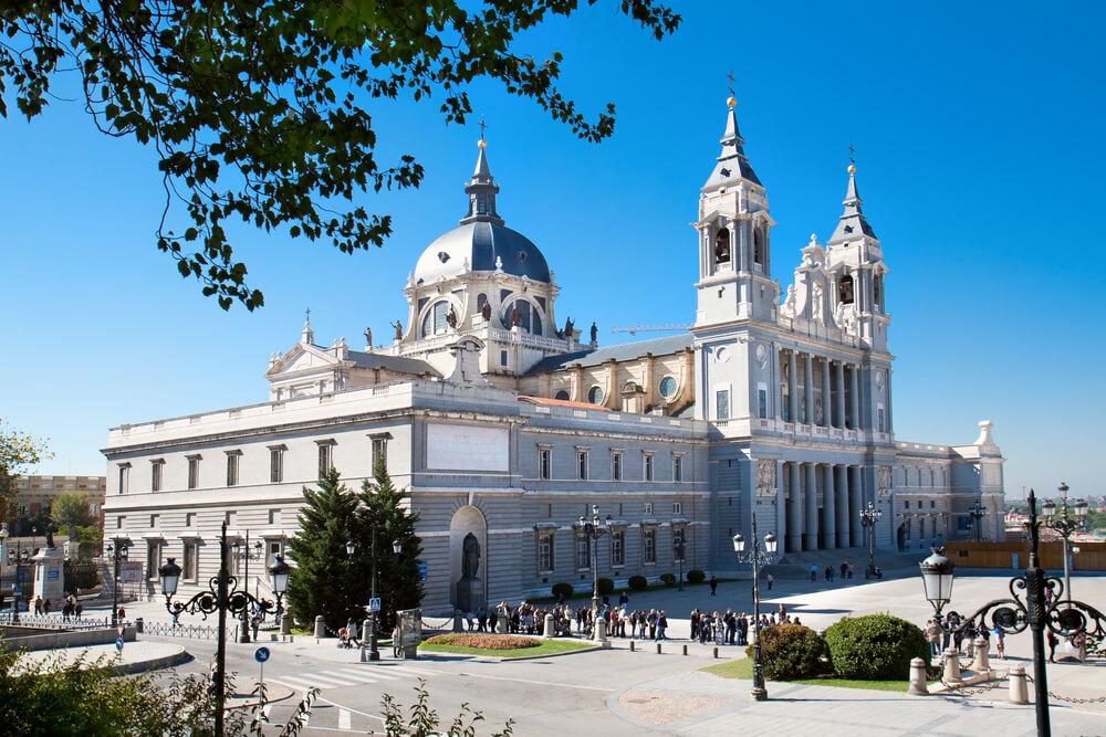 Catedral de la Almudena walking tour of Madrid with map