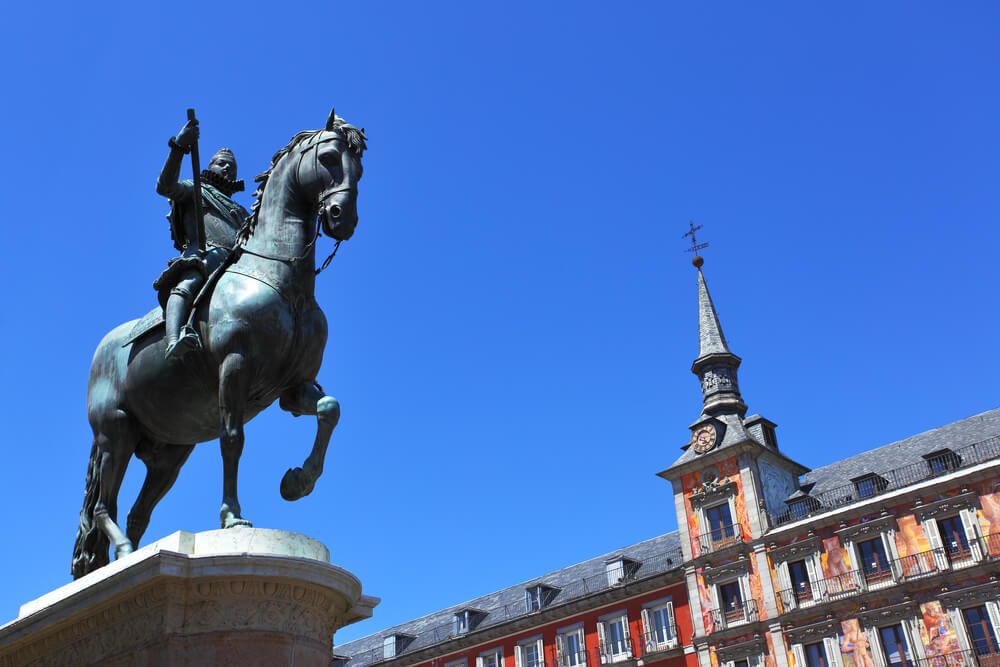 One day Madrid Itinerary - Plaza Mayor statue